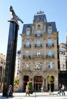 Edificio Simeón (1906-1911) Vigo, Pontevedra. Spain. Blue Building, Bilbao, Traveling By Yourself, Travel Inspiration, Travel Destinations, Spanish, Road Trip, America, Adventure