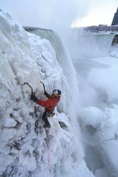 There have been numerous attempts to descend the waters of Niagara Falls, but ice climber Will Gadd decided to go the other direction, climbing his way up Great Places, Beautiful Places, Ice Climber, Extreme Activities, Escalade, Ice Sculptures, Snow And Ice, Mountaineering, Climbers