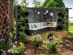 Det hadde jo vært litt kult å hatt i hagen. Pergola Pictures From Blog Cabin 2014 | DIY Network Blog Cabin 2014 | DIY
