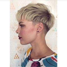 Choppy Blonde Pixie With Low Undercut - hair - Cheveux Short Hair Undercut, Undercut Hairstyles, Hairstyles Haircuts, Cool Hairstyles, Bob Haircuts, Modern Short Hairstyles, Short Pixie Haircuts, Short Hair Cuts, Shaggy Pixie Cuts