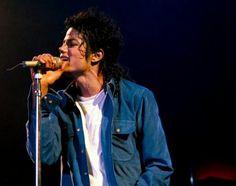 Michael Jackson 1981 - 1990 - Bue Shirt