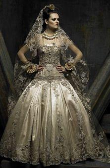 En España, las novias llevan una mantilla. Una mantilla es un velo con un borde de encaje. La tela es largo.