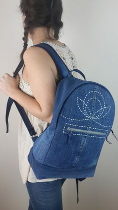 Thank you for visiting my shop on ETSY. Backpack of dark blue denim with embriodery (sashiko tecnique). - Two adjustable shoulder straps. - - The handles are adjustable Jean Backpack, Backpack Bags, Patchwork Jeans, Denim Fabric, Mochila Jeans, Denim Tote Bags, Backpack Pattern, Recycled Denim, Bag Patterns To Sew