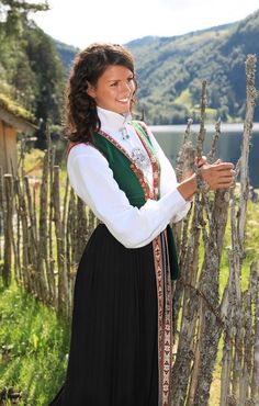 Magasin for Bunad og Folkedrakt Traditional Fashion, Traditional Dresses, Folk Costume, Costumes, People Of The World, Historical Clothing, European Fashion, World Cultures, Spring Summer Fashion