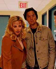 T — oryoucouldstay: # let's try and keep our cool Bughead Riverdale, Riverdale Archie, Riverdale Memes, Betty Cooper, Movie Couples, Cute Couples, Big Fun Heathers, Riverdale Betty And Jughead, Lili Reinhart And Cole Sprouse