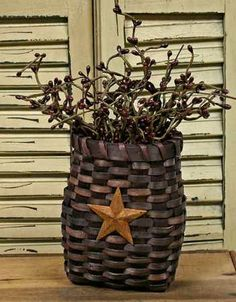 Primitive Country Burgundy Basket with Star - Baskets - Floral Supplies - Craft Supplies Primitive Homes, Primitive Crafts, Primitive Christmas, Country Primitive, Wood Crafts, Fun Crafts, Country Sampler, Decor Crafts, Country Crafts