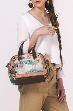Delightful crossbody bag with two handles Venezia Cute Woman, Online Bags, Large Bags, Different Styles, Crossbody Bag, Vogue, Shoulder Bag, Handbags, Liberty