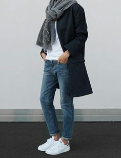 Boyfriend jeans are super comfortable and stylish, but it can be sometimes hard to put an outfit together . We've collected 21 of these simple/casual outfits that go perfect with any type of boyfriend jeans. Mode Outfits, Fall Outfits, Casual Outfits, Fashion Outfits, Womens Fashion, Sneakers Fashion, Fashion Clothes, Tomboy Outfits, Sneakers Women