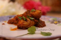 Soyabean Chap is primarily a North Indian delight and is considered equivalent of a non-vegetarian dish. This recipe is for making Soyabean chap curry. Curry Ingredients, Tomato Gravy, Red Chili Powder, Coriander Powder, Garam Masala, Curry Recipes, Tandoori Chicken, Food Videos, Protein