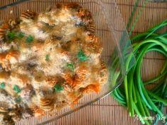 Pasta gratinata al forno con funghi e talli d'aglio