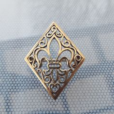 Your place to buy and sell all things handmade Mardi Gras, Cameo Jewelry, Biro, How To Make Notes, Treasure Chest, Or Antique, Mid Century, Brooch, Vintage