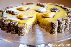 Bilderesultat for påskekake Norwegian Food, Cake Recipes, Cheesecake, Muffin, Food And Drink, Sweets, Breakfast, Desserts, Sweet Pastries