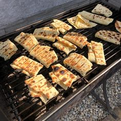 Ako zlepšiť a tak veľmi chutné mrazené zemiakové lokše? Je to veľmi jednoduché!  Po rozmrazení pridajme syr a zeleninu, zrolujeme a grilujeme. To je neskutočne chutné grilované Ako zlepšiť a tak veľmi chutné mrazené zemiakové lokše? Je to veľmi jednoduché!  Po rozmrazení pridajme syr a zeleninu, zrolujeme a grilujeme. To je neskutočne chutné grilované lokše! Dobrú chuť!!! lokše! Dobrú chuť!!!😊 #milujemslovensko#vyrobeneslaskou#jidlonaprvnimmiste#dobrejedlo#galanta#tvorba#produkty#batat#palačin Syr, Grill Pan, Grilling, Kitchen, Griddle Pan, Cooking, Crickets, Kitchens, Cuisine