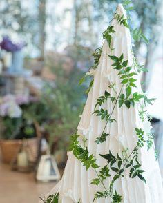 いいね!134件、コメント12件 ― i am mayuさん(@mayu_0507)のInstagramアカウント: 「ウェディングケーキ 花なで華やかにするのも考えたんだけどナチュラルに旬のジャスミンを散らして貰いました 三角のウェディングケーキが珍しくてお気に入り #wedding…」