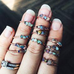 Opal and Copper Ring /// Opal Ring // October Birthstone // Raw Stone Ring /// Ethiopian Opal Ring /// Boho Jewelry Oktober Baby Opal und Kupfer Ring / / / Opal Ring / / Raw Stone von DrishtiHandmade Dainty Jewelry, Cute Jewelry, Crystal Jewelry, Boho Jewelry, Jewelry Accessories, Jewelry Design, Fashion Jewelry, Silver Jewelry, Jewelry Logo