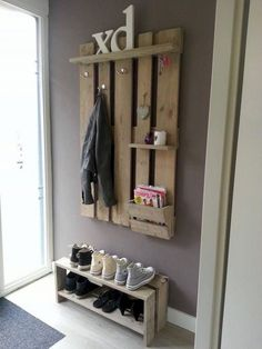 Hallway Decorating 828169818950222417 - palette chaussures porte manteau Source by Pallet Crafts, Diy Pallet Projects, Wooden Pallets, Wooden Diy, Palette Shelf, Decorating Long Hallway, Pallet Wardrobe, Diy Shoe Rack, Rack Design
