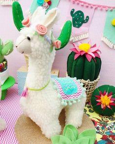 Felt Crafts, Diy And Crafts, Alpacas, Baby Llama, Handmade Stuffed Animals, Llama Birthday, Tropical Party, Handmade Felt, Stuffed Animal Patterns