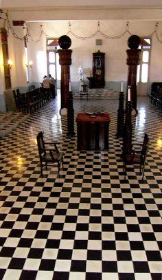 Facing the Masonic West