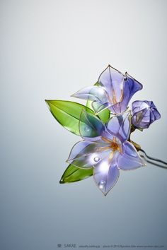 Delicate Resin Flowers Bloom with Unusual Technique
