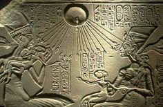 Aliens and UFO Sightings in Ancient History and Paintings Ancient Aliens, Aliens And Ufos, Ancient Egyptian Art, Ancient History, Canis, Objets Antiques, Alien Theories, Alien Artifacts, Empire Romain