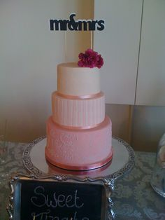 the gorgeous wedding cake Beautiful Day, Wedding Cakes, Wedding Inspiration, Sweet, Desserts, Food, Wedding Gown Cakes, Candy, Tailgate Desserts