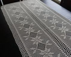 Runner lino uncinetto beige chiaro 33 x 155 cmWhite crochet cotton table runner with white ribbonTimeless handmade beauty for you por SilfaStudioCrafts en EtsyEtsy :: Your place to buy and sell all things handmadePink Round Crochet Doily With Floral Filet Crochet, Crochet Cross, Crochet Round, Crochet Table Topper, Crochet Tablecloth, Crochet Doilies, Crochet Needles, Thread Crochet, Cotton Texture