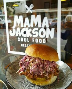 Oh my  God !!!!! #MAMAJACKSON  #soulfoodparis #africanfood #welovesoulfood #newyork #paris #restaurant #friedchicken #macandcheese #hiphop #soulfood #soul #jazz #bastille #cajunfood #takeaway #friends #nba #parislanuit #paris12 #sweetpotato #lunch #brunch