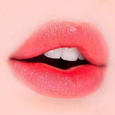 Beautiful Glossy Lips That Are Simply Babelicious - Page 3 of 3 - Style O Check Lip Gloss Colors, Lipstick Colors, Lip Colors, Green Lipstick, Korean Lips, Korean Makeup, Gradient Lips, Kissable Lips, Soft Lips