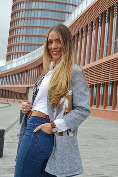 Camisa blanca, jeans y complementos en cuero, fondo de armario #kissmylook