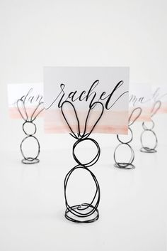 Tinker Easter bunnies made easy - 25 cute Easter bunny craft ideas - Place card holder made of wire – make Easter decorations Best Picture For crafts projects For Y -