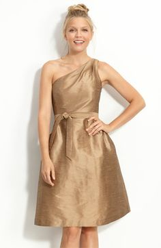 I love this dress!  This is the color and fabric I was originally thinking for my bridesmaids.  Hmm...
