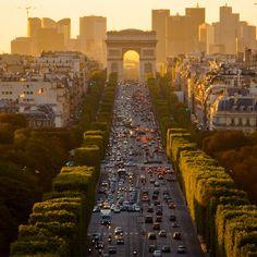 Paris! De Champs-Elysées!
