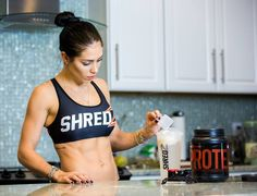 @shredz whey protein is my favorite for post training and morning shakes. Can everyone use whey? The answer is basically yes. Unless you are allergic to lactose (there's also options for this group of people too) you can use whey in your diet plan. People who work out normally love it because it helps with muscle recovery and to build up and also serves as an amazing ingredient for healthy recipes. @shredz proteins are amazing and I recommend! Access the link bella.shredz.com and use my…