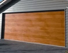 Sectional Garage Doors When you need a new garage door for your home this is the place to get an idea of what you want. Timber Garage Door, Best Garage Doors, Garage Door Makeover, Home Exterior Makeover, House Paint Exterior, Exterior Paint Colors, Garage Door Troubleshooting, Garage Design, House Design