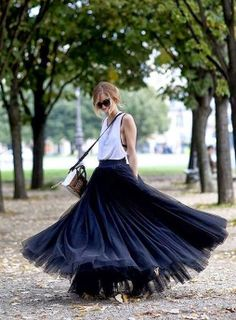 spinning tulle skirt - there's something about long skirts, love 'em, can't wear 'em (short & fatness disease)