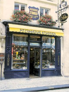 stohrer: Pastisserie mais antiga da cidade, de 1730, foi de Luis XV. Endereço: 51, Rue Montorgueil (esta rua é super animada, cheia de cafés e restaurantes pra sentar na calçada e bater papo, tomar um vinho, uma cafézinho, e ver muita gente passando pela rua).