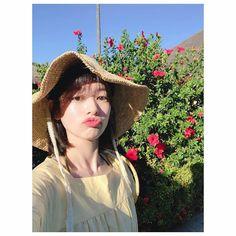 Jung So Min - Actualización . Young Actresses, Korean Actresses, Playful Kiss, Jung So Min, Blackpink Jennie, I Fall, Winter Hats, Actors, Instagram