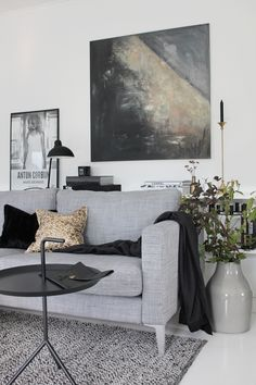 Painting by Nina Holst, living room, stylizimo home