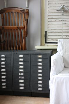 Alles materialen kan je verven met onze Vintage krijtverf, hout, metaal, plastic.