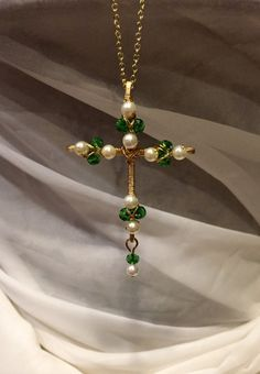 - Cross + of + crystal + Pearl + and + Emerald-wire + by + DivineCrossings - Star Jewelry, Cross Jewelry, Jewelry Crafts, Copper Jewelry, Beaded Jewelry, Handmade Jewelry, Jewellery, Wire Jewelry Designs, Jewelry Patterns