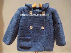 Chaqueton con capucha y doble botonadura  R... Baby Cardigan Knitting Pattern Free, Baby Knitting Patterns, Knitting Designs, Knitting For Kids, Knitting For Beginners, Layette Pattern, Ravelry Crochet, Baby Coat, Knitting Videos