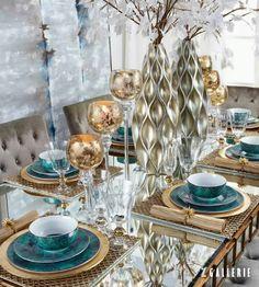 Covet group i dinner table ideas. Dining Room Table Decor, Deco Table, Decoration Table, Table Turquoise, Vase Deco, Deco Studio, Beautiful Table Settings, Elegant Dining, Table Arrangements