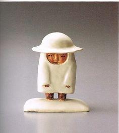 太郎の雪 菊池寛実記念智美術館 : 采々歳時記 「太郎の雪」⤴ 太郎を眠らせ 太郎の屋根に雪ふりつむ 次郎を眠らせ 次郎の屋根に雪ふりつむ 三好達治の詩を読むと、ひたすら降り続けて白く包まれた景色が、ある日雪が止んで春が来る。太郎の帽子の頂から春が来る。  珍しく「図録」を買った。とっても有名人だった。 京都 五条坂京焼登り窯の藤平陶芸は藤平伸の生家だったが、2008年に京都市に移管される。 子供の藤平寧、三穂も陶芸家である。展覧会は12月6日まで。  銀座一丁目の「一穂堂」でも11月20日から12月5日まで「藤平伸の世界」展がある。  友人と別れて連休中にどうも歯が欠けた気がするので、歯医者へ行った。 自分では確かめられないので診てもらったら、そく修復?して貰った。安心して帰宅した。