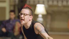 Screenshot from Papercut music video by Linkin Park Linkin Park Music Videos, Chester Bennington, Paper Cutting, Yuri, Lp