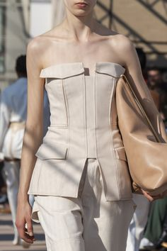 Dion Lee Spring 2020 Runway Pictures - Livingly Source by aapfelhofer 2020 fashion trends Casual Fashion Trends, Spring Fashion Trends, Summer Fashion Trends, Summer Fashion Outfits, Vogue Fashion Week, New York Fashion, Fashion Weeks, London Fashion, Style Couture
