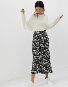 DESIGN daisy print bias cut maxi skirt - Long skirt outfits for fall - Mode Outfits, Fashion Outfits, Korean Outfits, Korean Winter Outfits, Fashion Tips, Fashion Beauty, Maxi Skirt Outfits, Maxi Dresses, Midi Skirt Outfit Casual