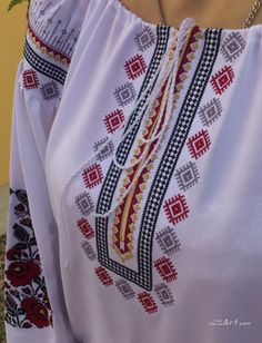 Embroidery On Kurtis, Kurti Embroidery Design, Folk Embroidery, Kutch Work, Short Tops, Girls Wear, Bridal Dresses, Winter Fashion, Cross Stitch