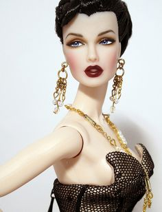 A fashionable life Luchia by Peewee Parker, via Flickr