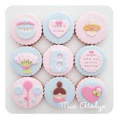 Geçmiş olsun kurabiyeleri Cupcake, Sugar, Cookies, Desserts, Food, Baby Shower Decorations, Personalised Sweets, Olinda, Guest Gifts