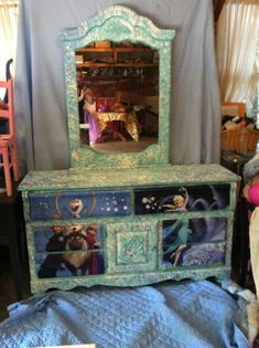 "Disney ""Frozen"" dresser with sparkly snowflakes and chalkboard so that your child can be apart of the magic by Paintingforacause on Etsy Frozen Girls Room, Frozen Bedroom, Disney Furniture, Kids Furniture, Girl Dresser, Disney Bedrooms, Girl Nursery Themes, Kids Dressers, Disney Home"